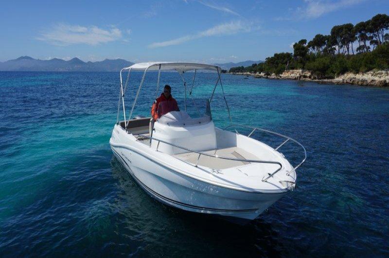 location bateau sans permis bateaux de 5 8 m et plus villefranche sur mer. Black Bedroom Furniture Sets. Home Design Ideas