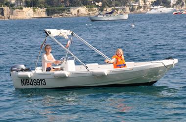 location bateau sans permis villefranche sur mer nice monaco. Black Bedroom Furniture Sets. Home Design Ideas