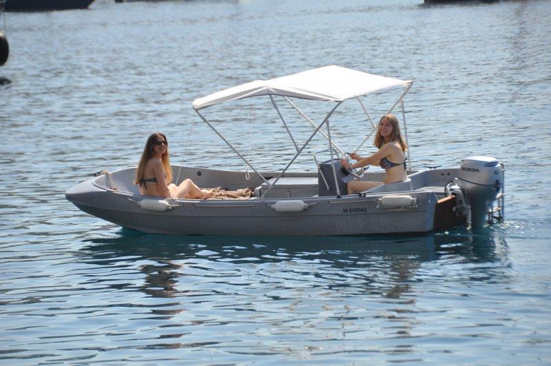 r servation bateau sans permis fun yak 450. Black Bedroom Furniture Sets. Home Design Ideas